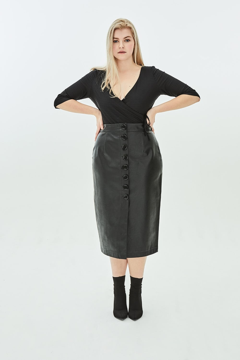 dome-bow-button-faux-leather-pencil-skirt-p5653-9988_image